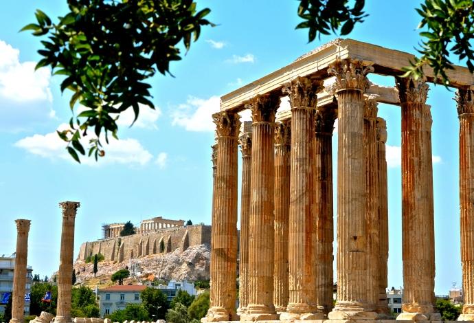 Blick auf die Akropolis vom Zeustempel Olympieion aus